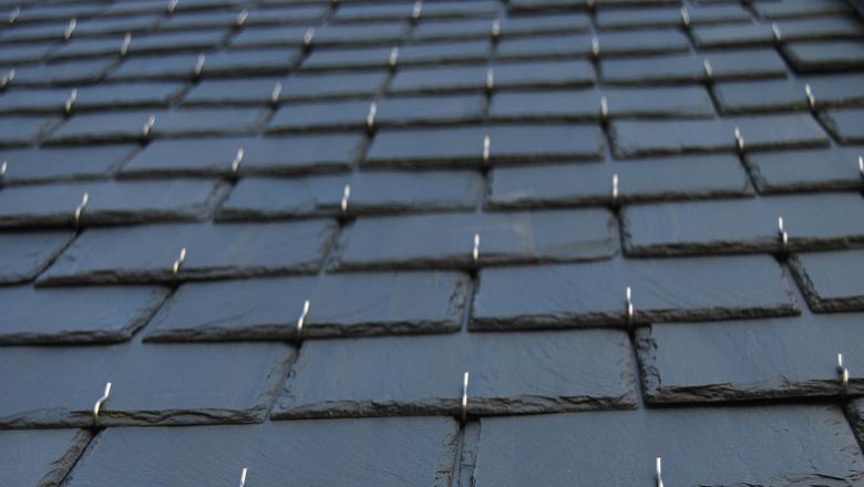 la toiture en ardoise naturelle caract ristiques et. Black Bedroom Furniture Sets. Home Design Ideas
