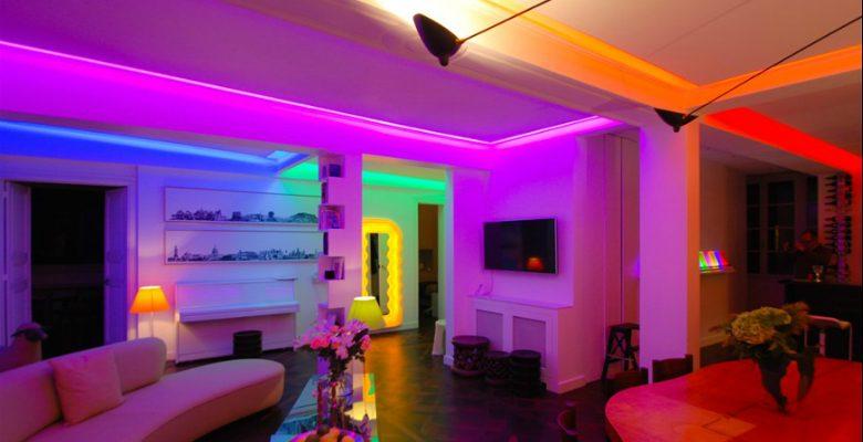 Un appartement parisien mis en lumière par deux artistes